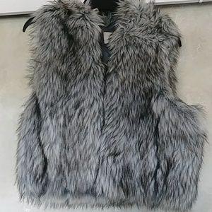 Ann Taylor Loft Hooded Faux Fur Crop Vest Sz S/XS
